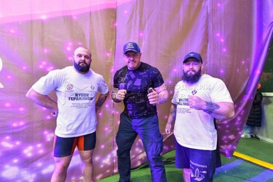 Награждение победителей соревнований по силовому экстриму «Кубок Гераклиона»