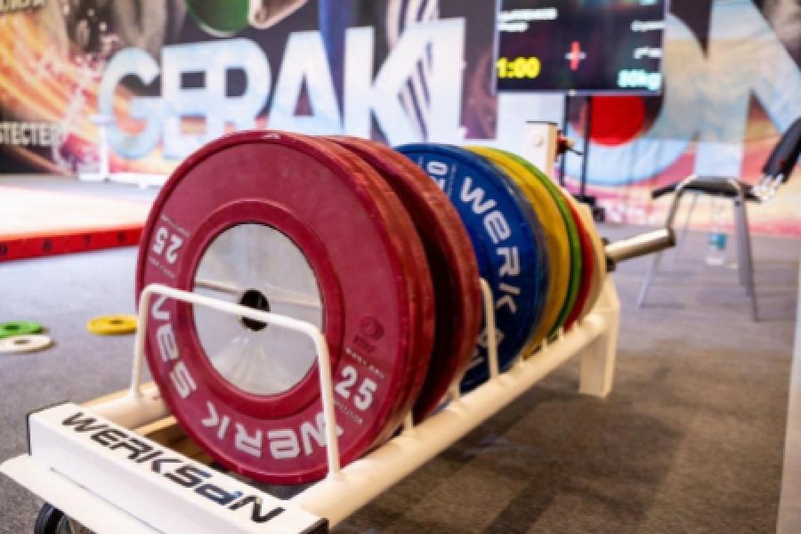 Geraklion Equip на помостах чемпионата мира по тяжелой атлетике 2021